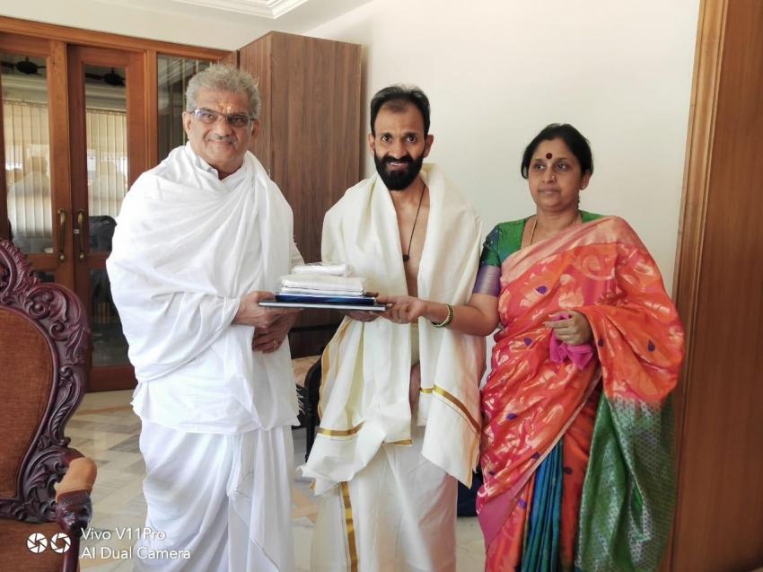 Raghavendra Rajkumar Meets Veerendra Heggade In Dharmasthala Photos