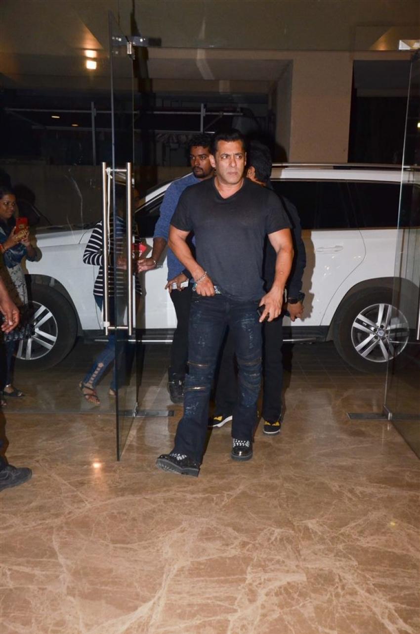 Salman Khan, Daisy Shah & Others At Ramesh Taurani's Birthday Bash 2019 Photos