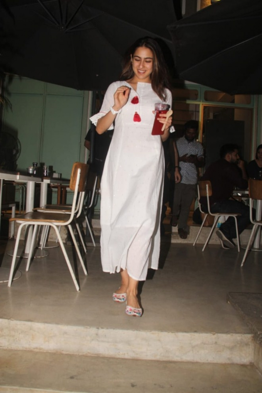 Sara Ali Khan snapped at Kitchen Garden Photos