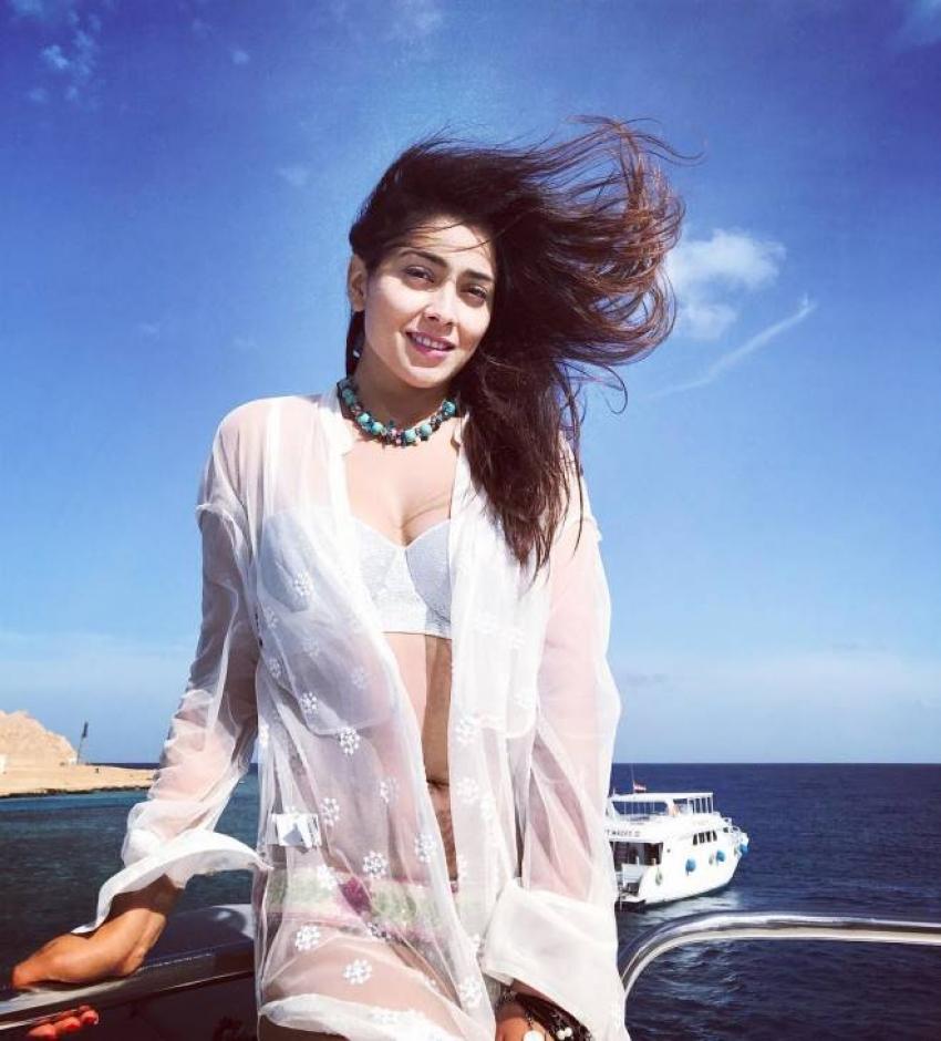 Shriya Saran Enjoy Her Beach Vacations With Her Hubby Photos
