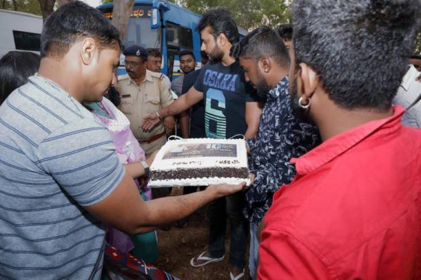 Actor Darshan Celebrates Yajamana Movie Trailer Success Photos