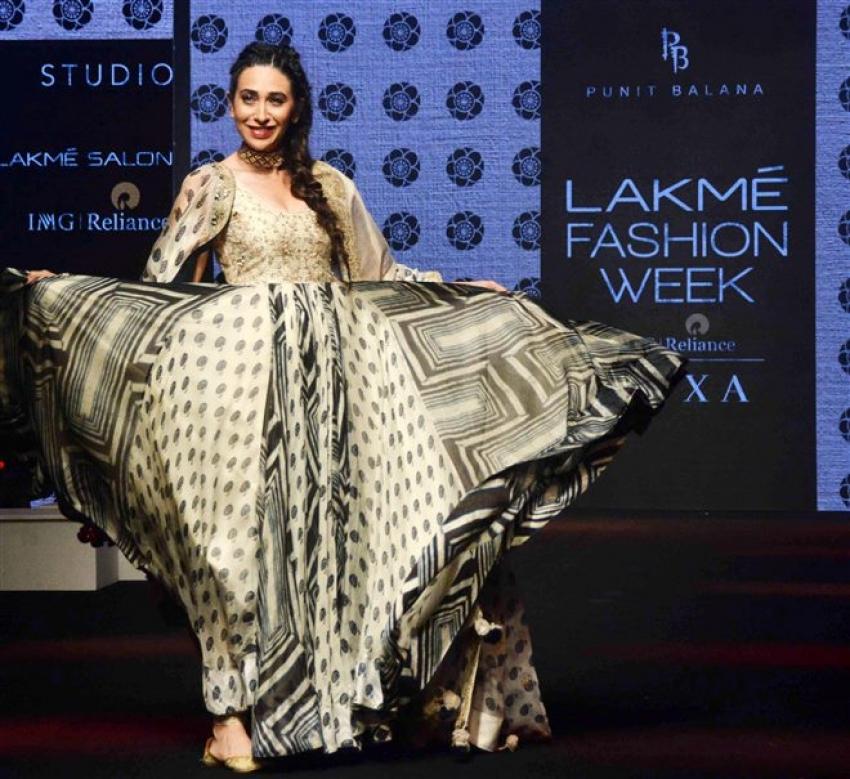 Karisma Kapoor Walks The Ramp At Lakme Fashion Week 2019 Photos