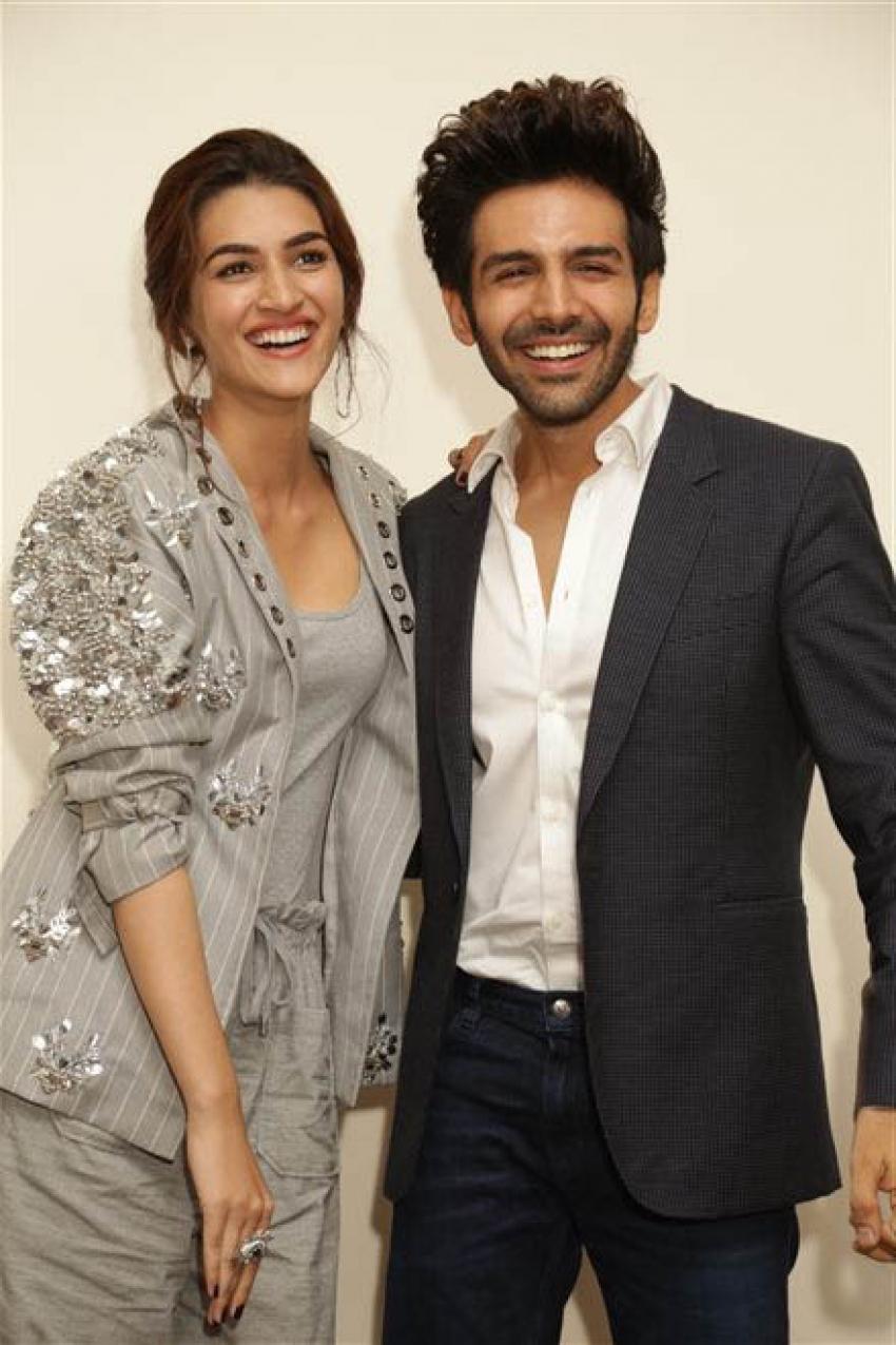 Kartik Aaryan And Kriti Sanon Promote Luka Chupi In New Delhi Photos
