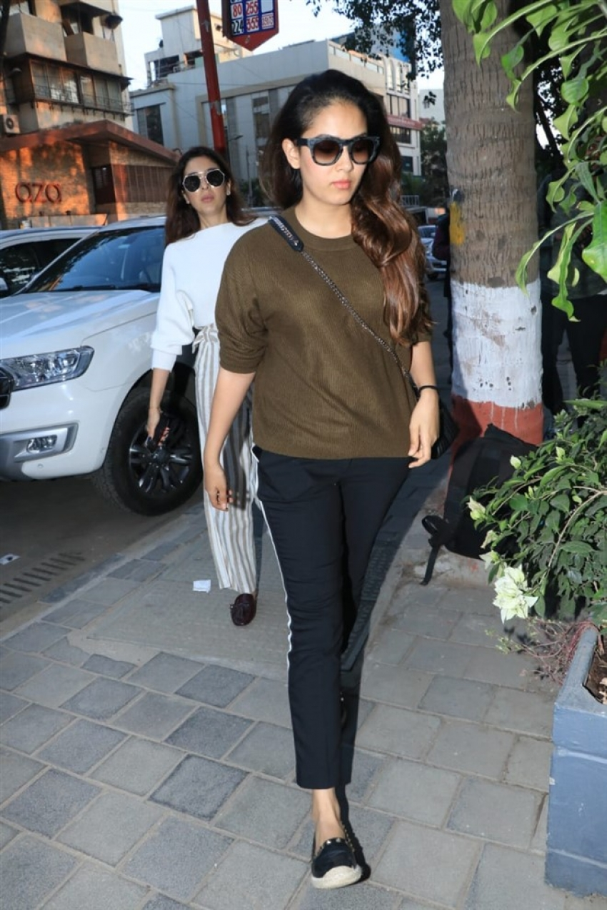 Mira Rajput Spotted At Soho house In Juhu Photos