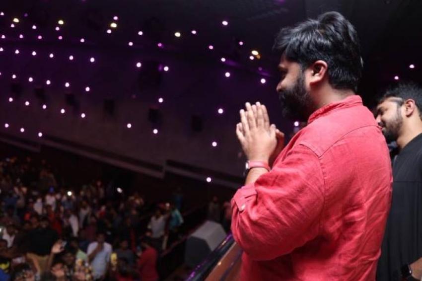 Simbu Visits Roshini Theatre For Vantha Rajavathaan Varuven Photos