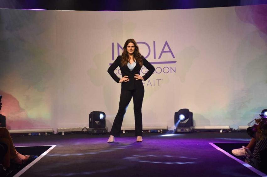 Zarine khan At Lingerie Plus Size Fashion Show Photos