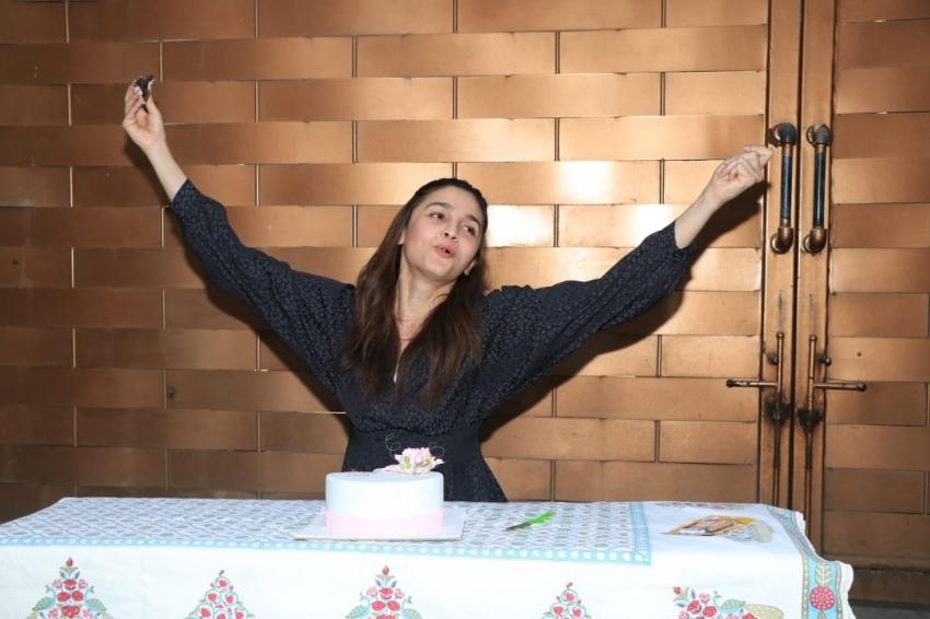 Alia Bhatt Celebrates Her Birthday With Media Photos