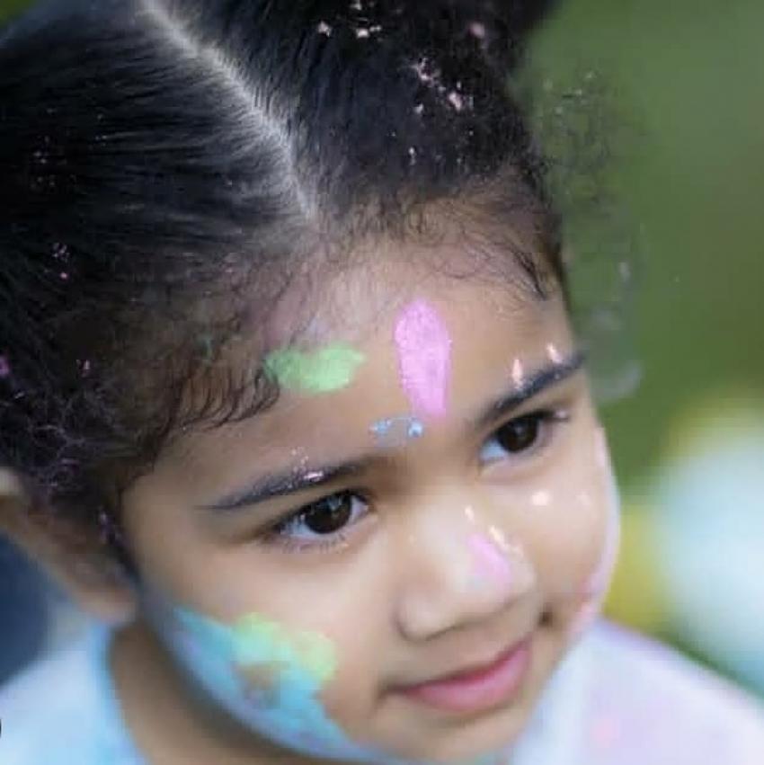 Allu Arjun celebrated Holi Festival with Family Photos