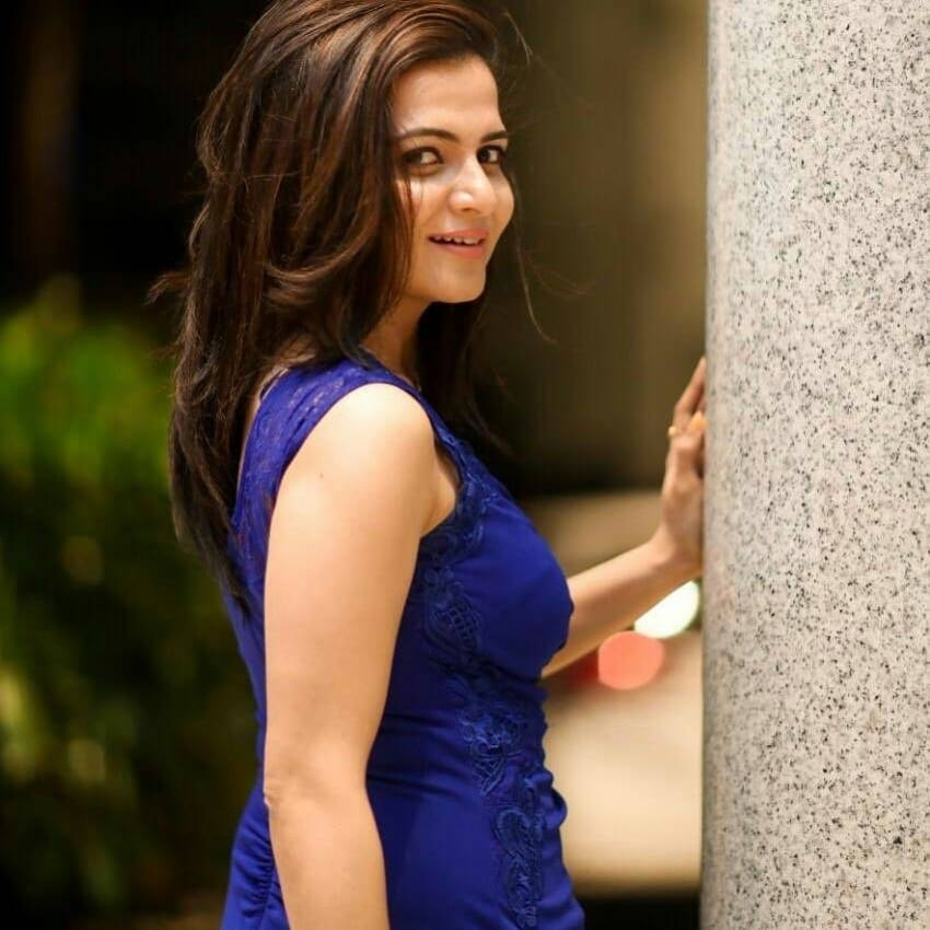 Dhivyadharshini Photos