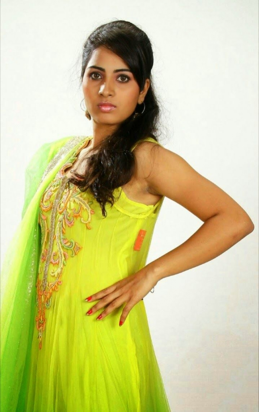 Srushti Dange Photos