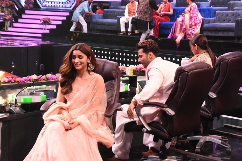 Varun Dhawan, Alia Bhatt and Sonakshi Sinha Promote 'Kalank' on sets of Super Dancer Chapter 3 Photos