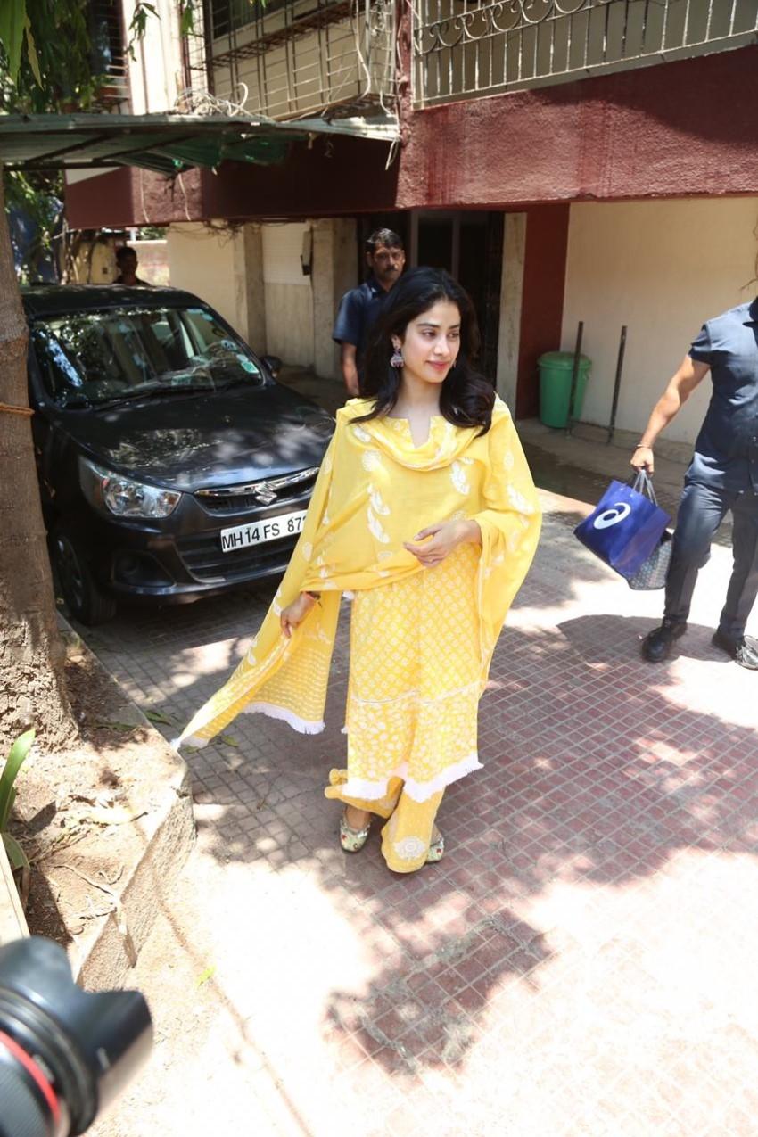 Janhvi Kapoor Photos