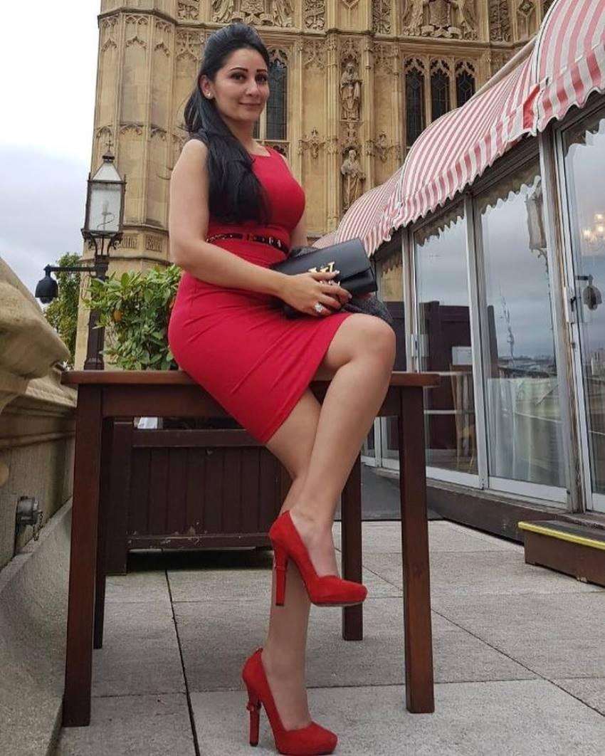 Sanjay Dutt Wife Manyata Dutt Glamorous Photos