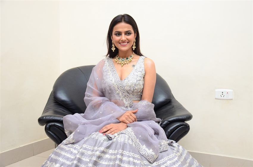 Shraddha Srinath Photos