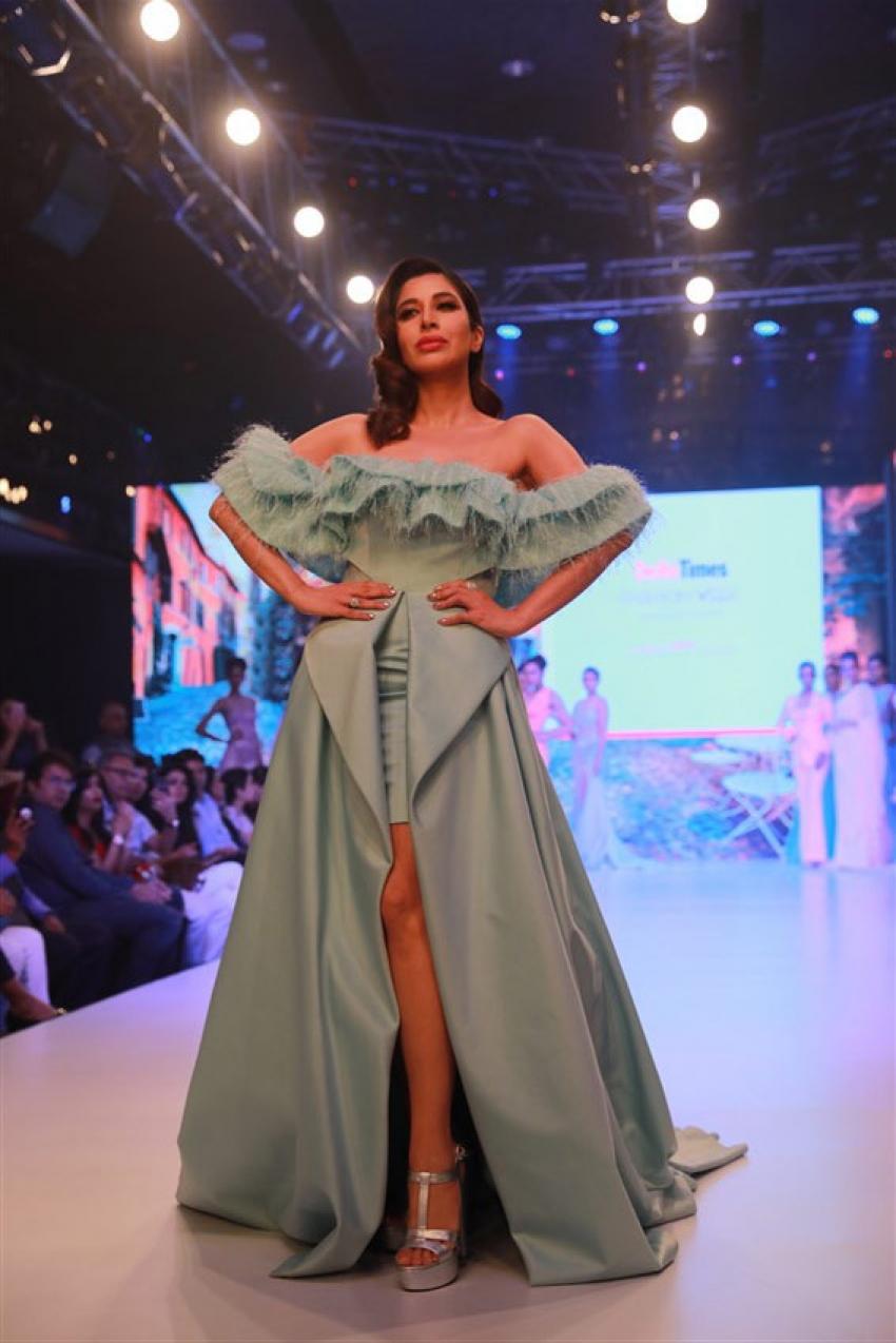 Sophie Choudry Walks At Delhi Times Fashion Week 2019 Photos