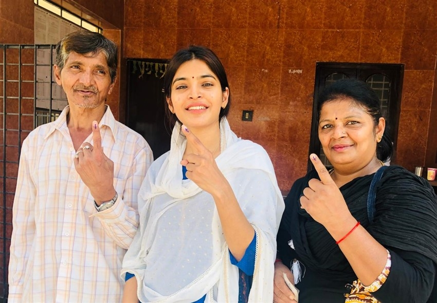 Tamil Celebrities Cast Their Vote For Lok Sabha Election 2019 Photos