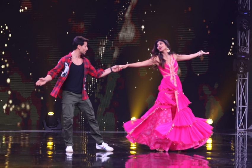 Tiger Shroff, Ananya Pandey & Tara Sutaria Promote 'SOTY2' on sets of Super Dancer Chapter 3 Photos
