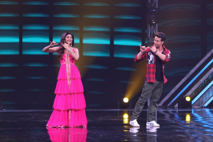 Tiger Shroff, Ananya Pandey & Tara Sutaria Promote 'SOTY2' on sets of Super Dancer Chapter 3 Photos