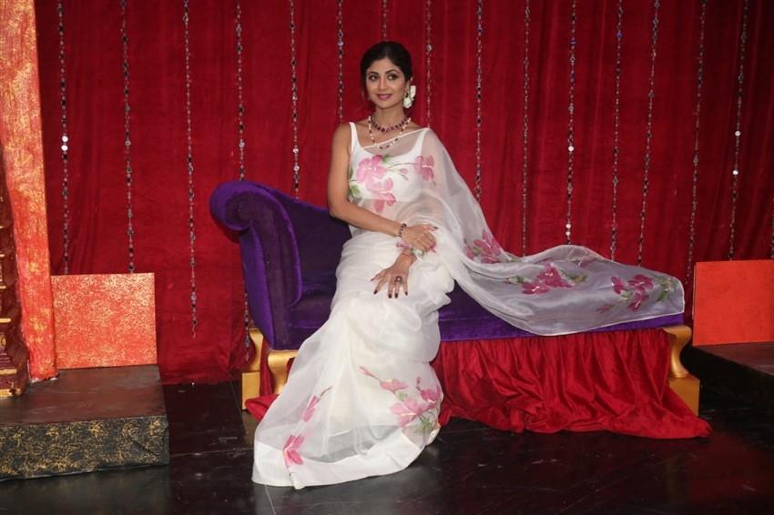 Waheeda Rehman & Asha Parekh on sets of Super Dancer Chapter 3 Photos