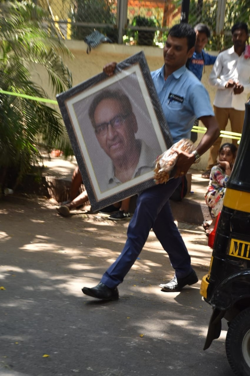 Celebs Pay Last Respect To Ajay Devgn's Father Veeru Devgan Photos