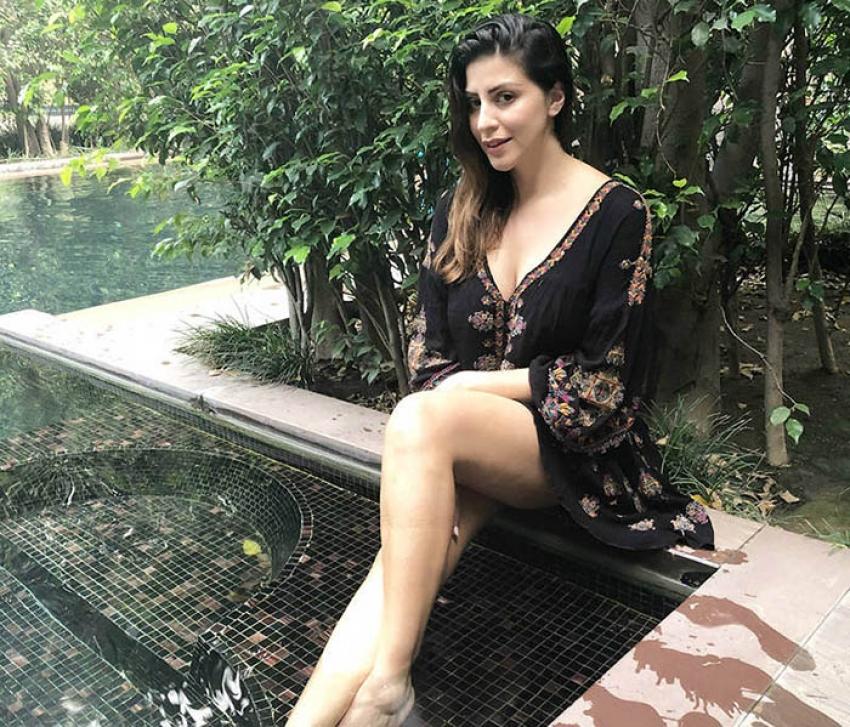 IPL Anchor Karishma Kotak Stunning Photos