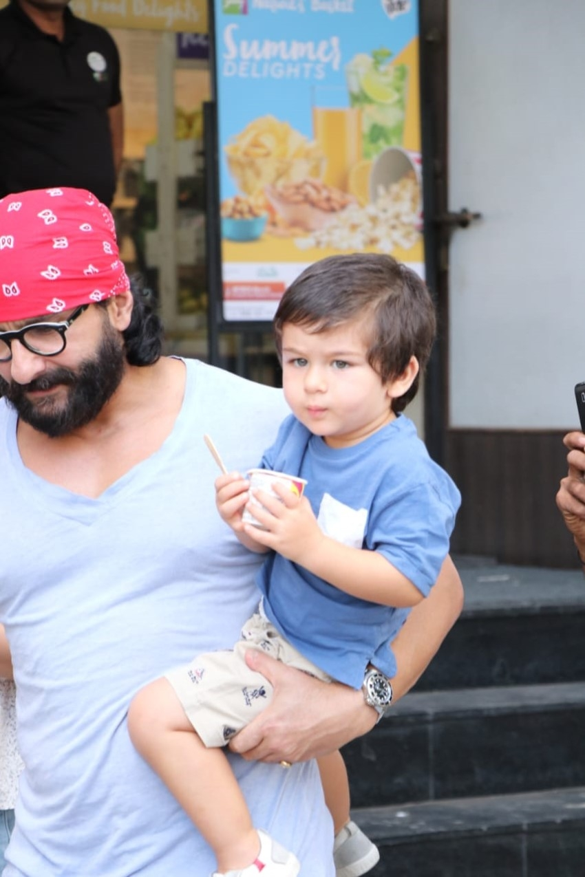 Kareena Kapoor Khan with Saif Ali Khan & Taimur Snapped at Bandra Photos