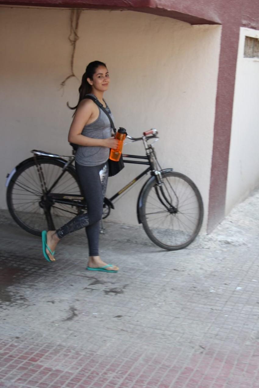 Mira Rajput Snapped at Gym Photos