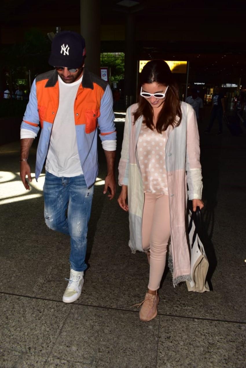 Ranbir Kapoor with Alia Bhatt Snapped at Airport, Mumbai Photos