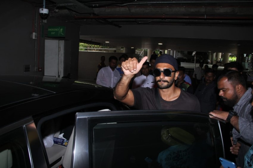Ranveer Singh and Kapil Dev snapped at the Mumbai Airport Photos