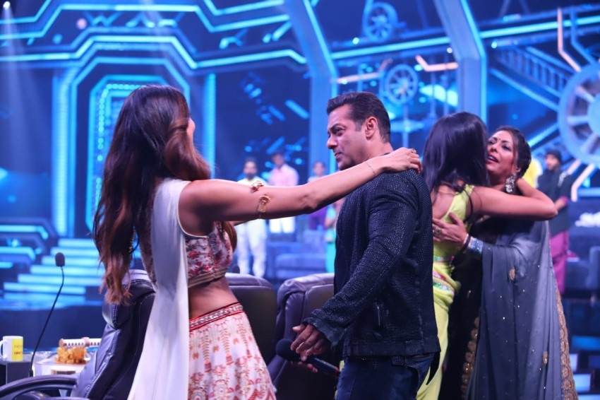 Salman Khan & Katrina Kaif Promote 'Bharat' on sets of Super Dancer Chapter 3 Photos