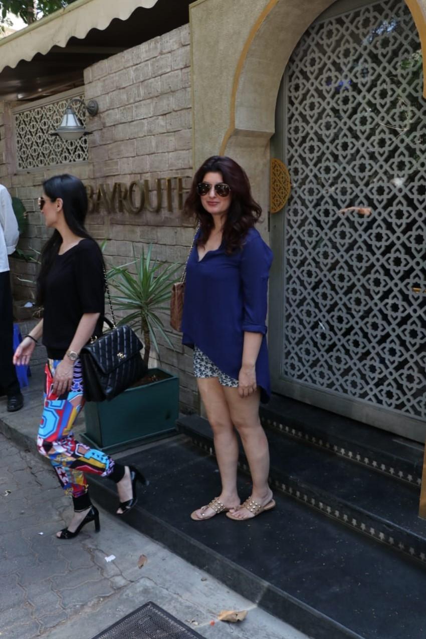 Twinkle Khanna & Anu Dewan Snapped at Juhu, Mumbai Photos
