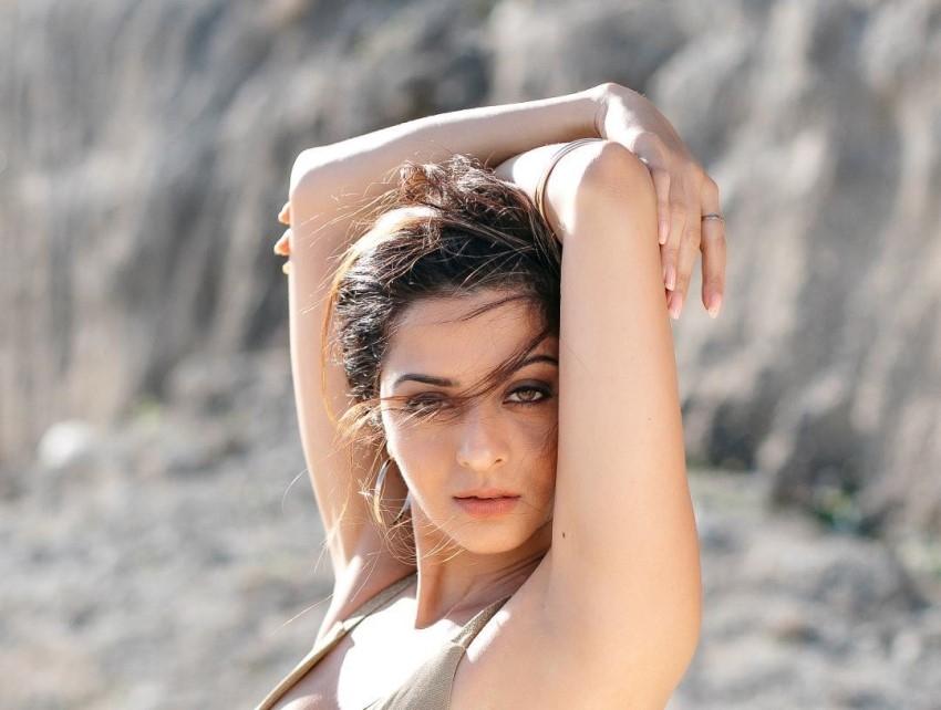 Vedhika Photos