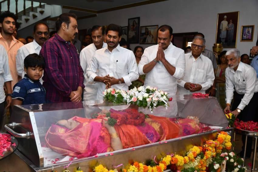 Celebs Pay Homage To Vijaya Nirmala Photos