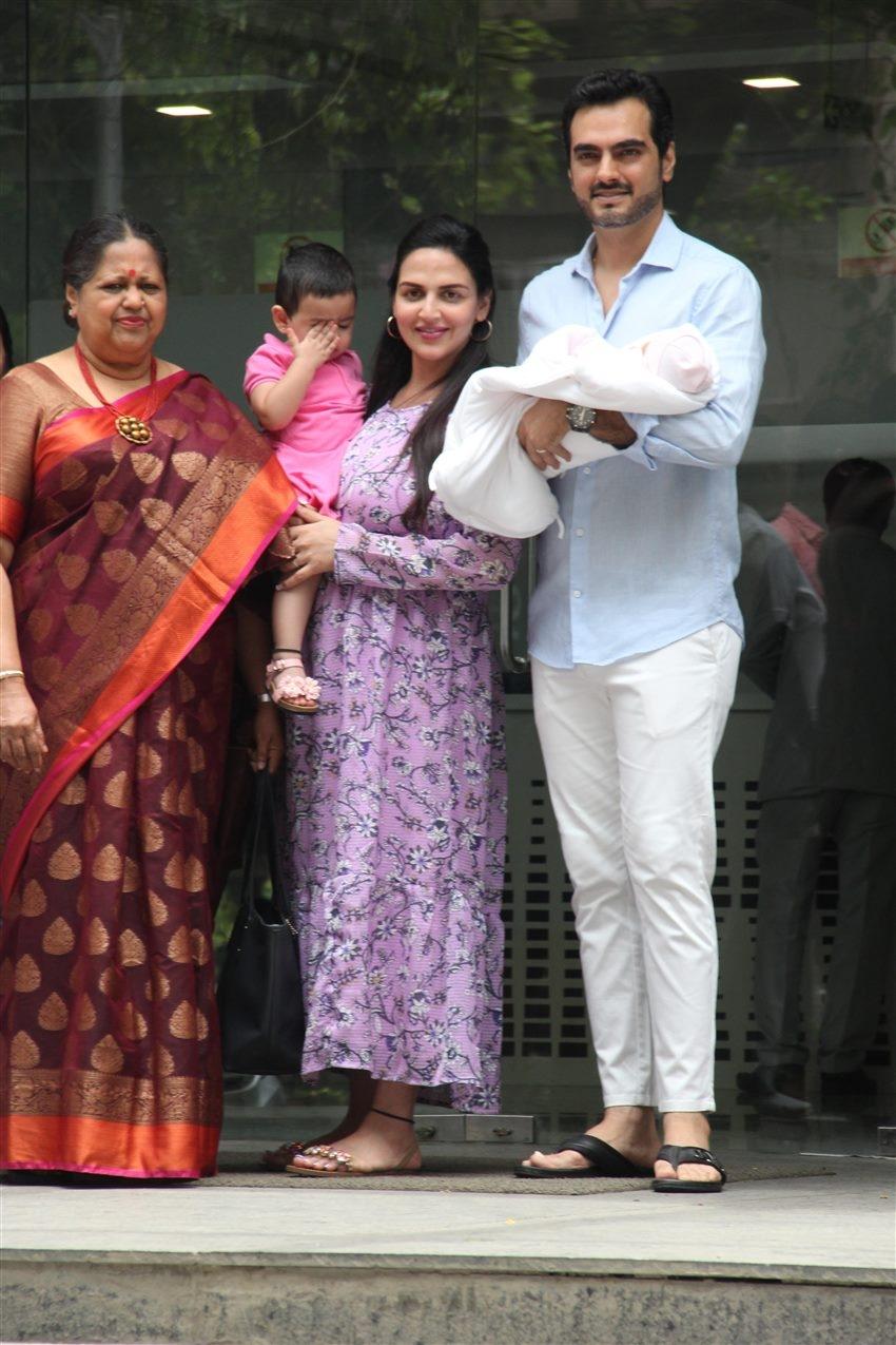 Esha Deol and Husband Bharat With New Born Baby At Hinduja Hospital Photos