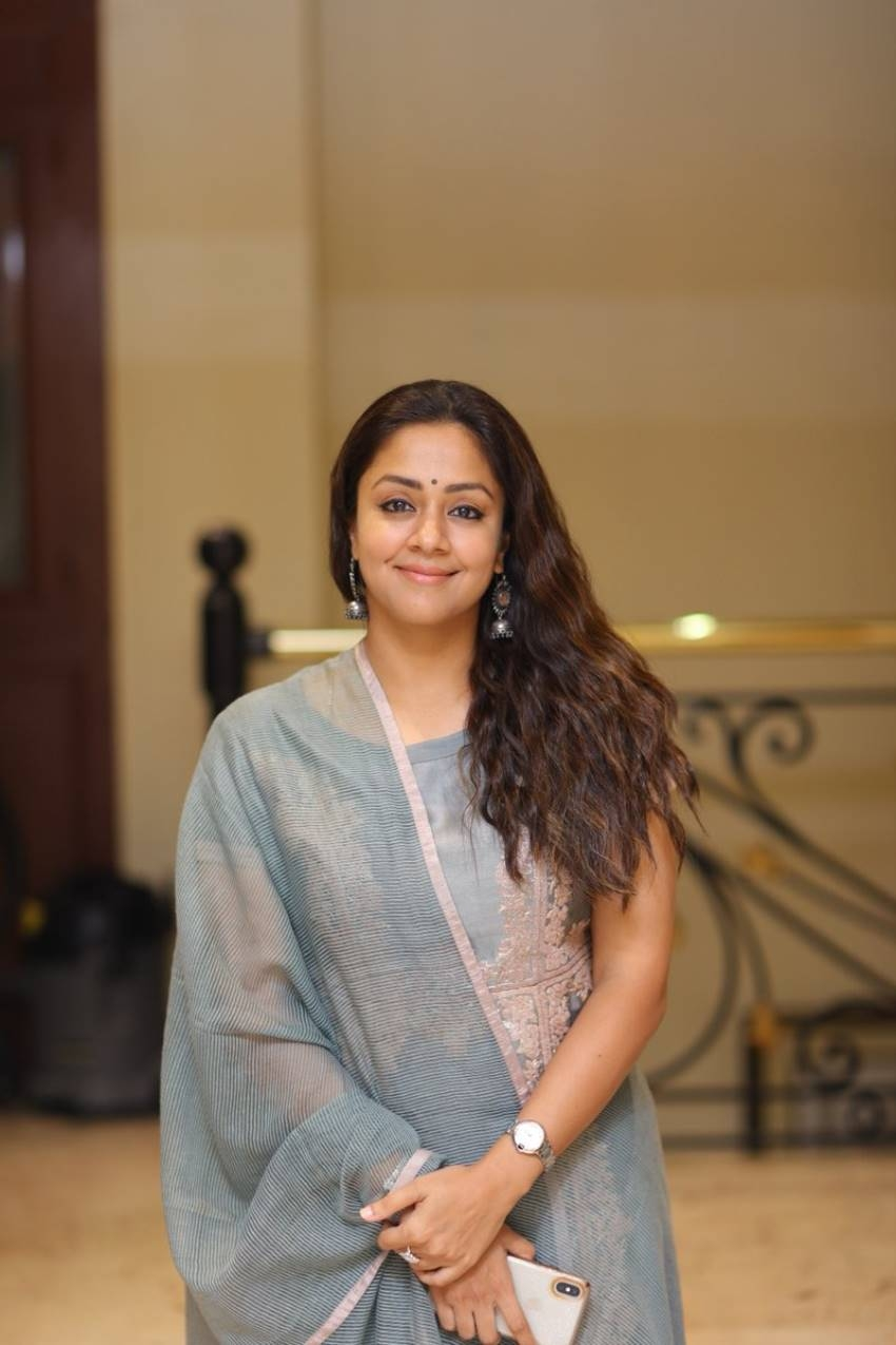 Jyothika Photos [HD]: Latest Images, Pictures, Stills of ...