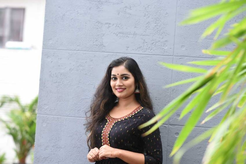 Meenakshi Madhuraghavan Photos