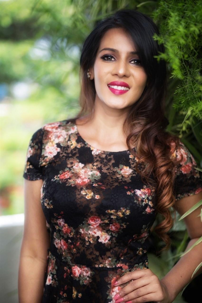 Meera Mitun Photos