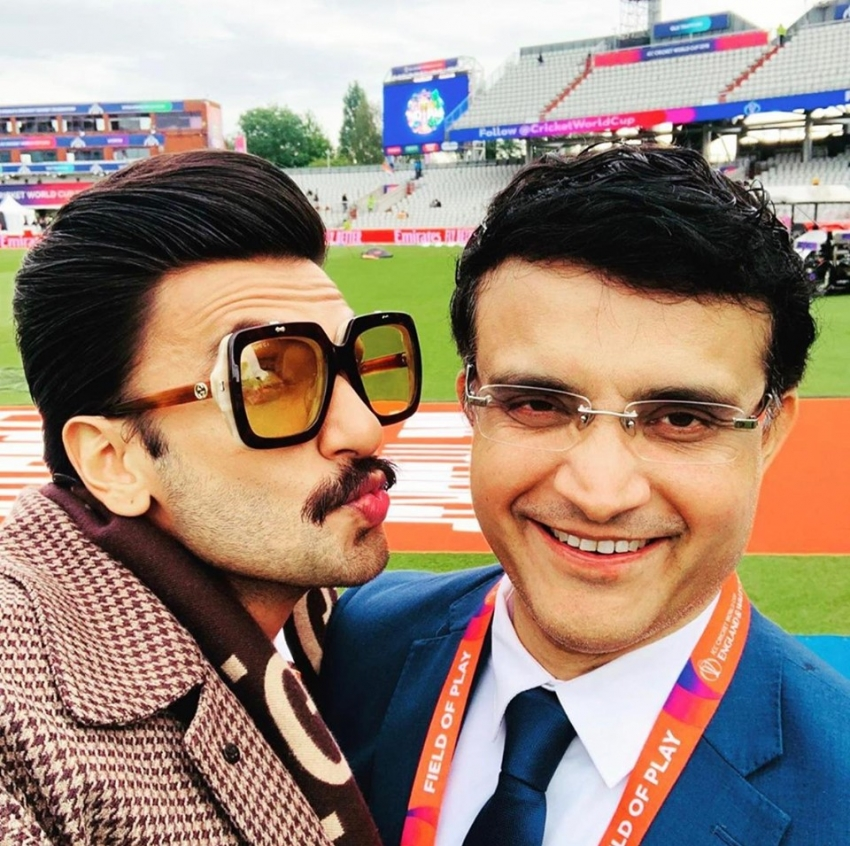 Ranveer Singh With Cricketers At India Vs Pakistan Match Photos