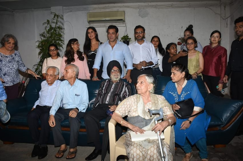 Salman Khan And Katrina Kaif During Special Screening Of Bharat for 1947 Partition Personnel Photos