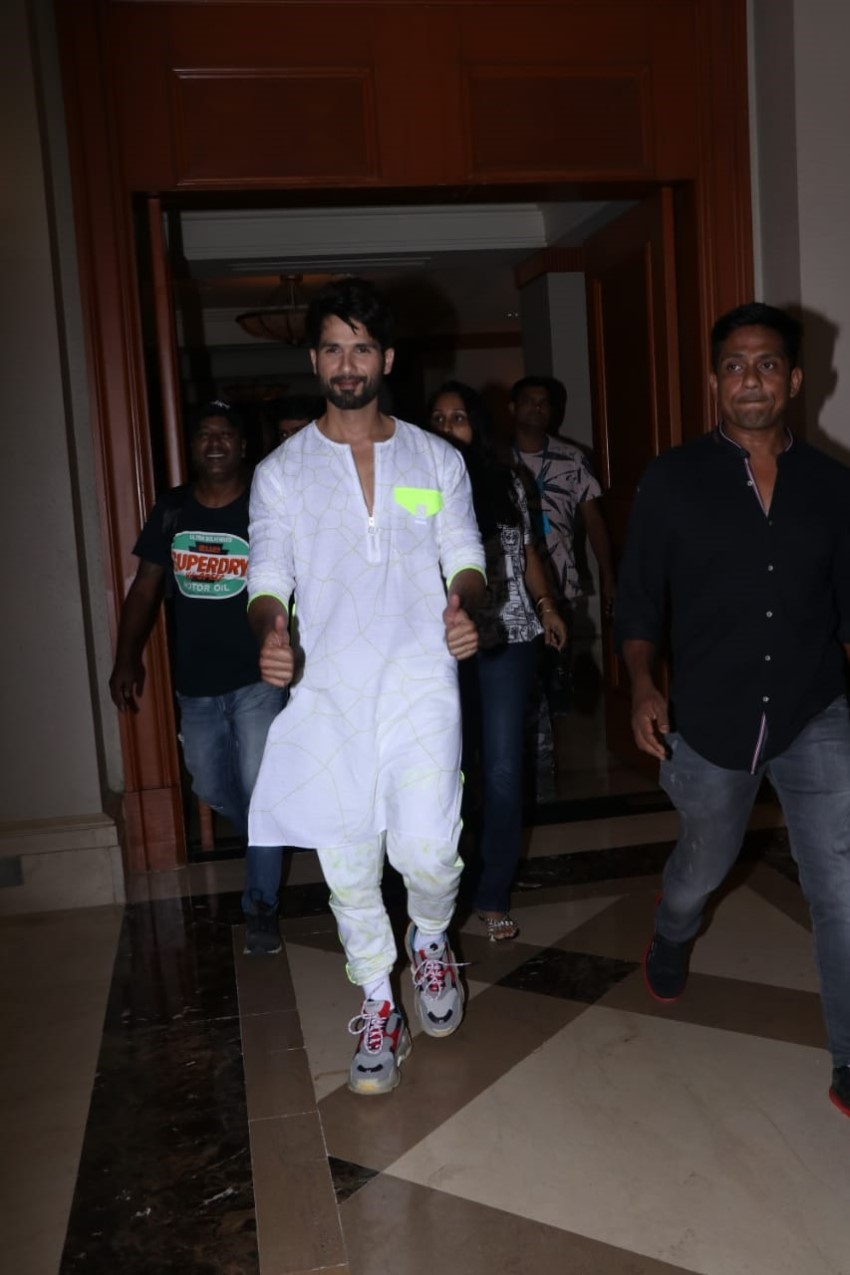 Shahid Kapoor and Kiara Advani Snapped During Movie Promotion of Kabir Singh Photos