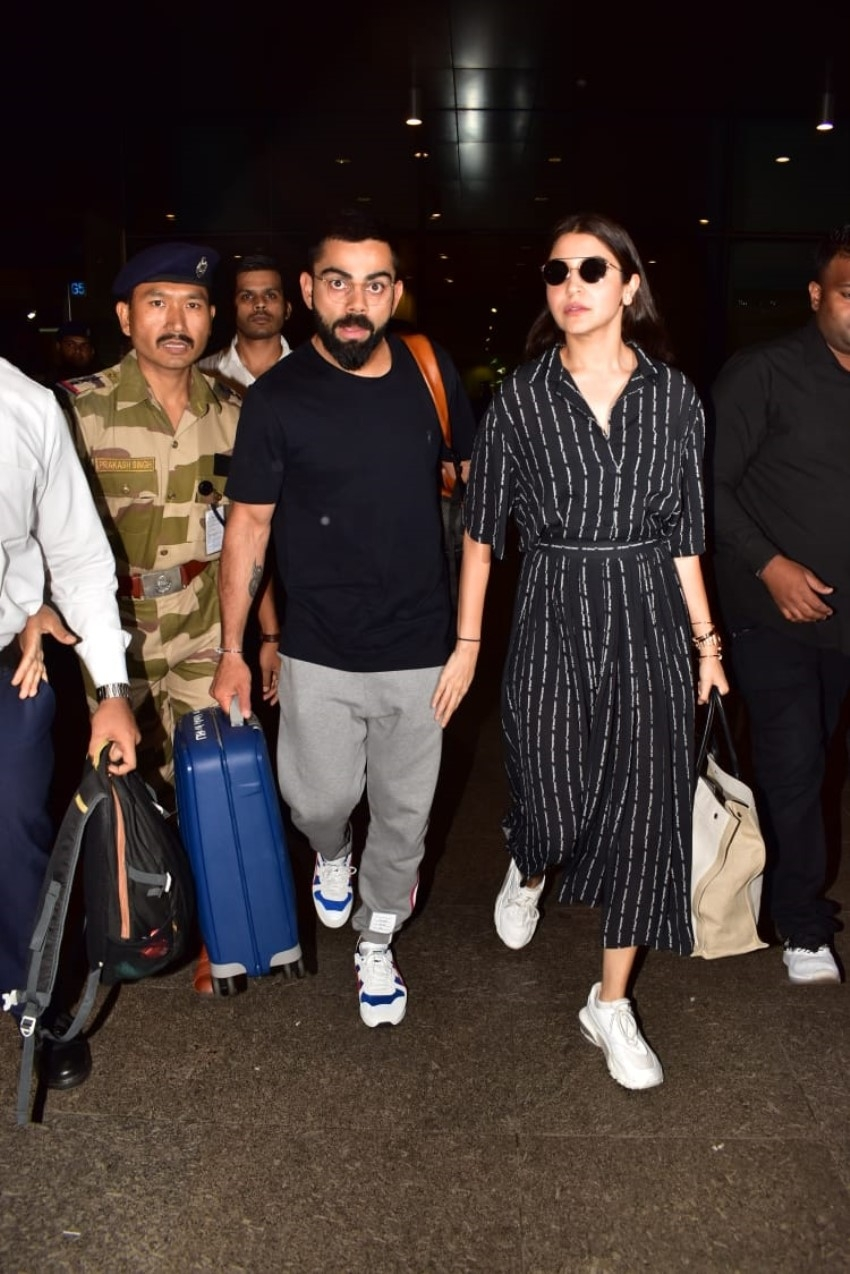 Anushka Sharma & Virat Kohli snapped at Mumbai Airport Photos