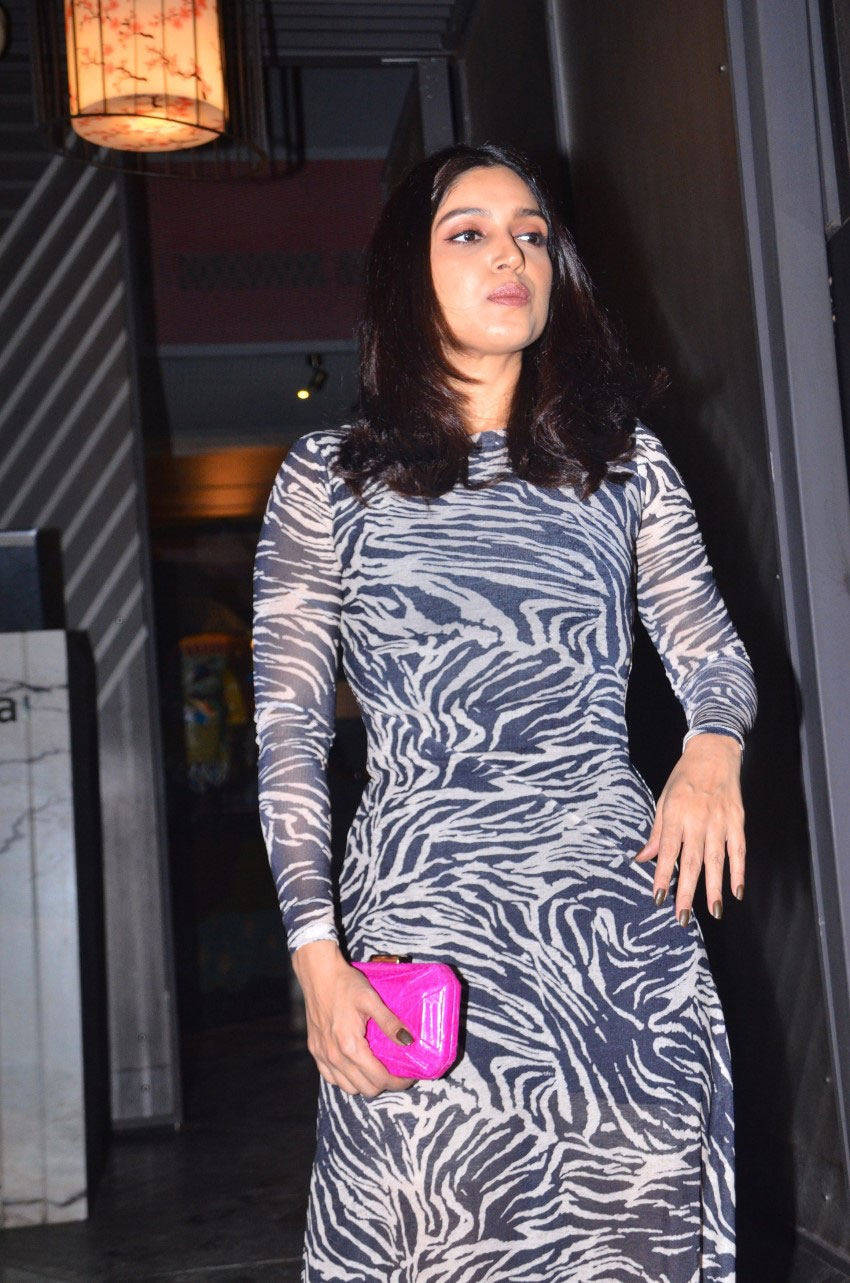 Bhumi Pednekar with family spotted after dinner at Yazu in Andheri Photos
