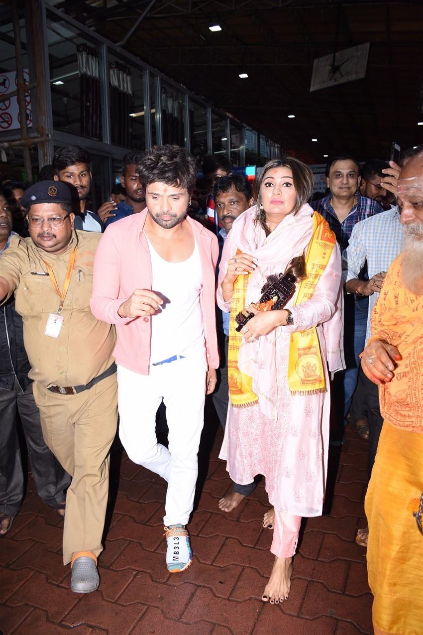 Himesh Reshammiya snapped visiting Siddhivinayak temple in Mumbai on his birthday Photos