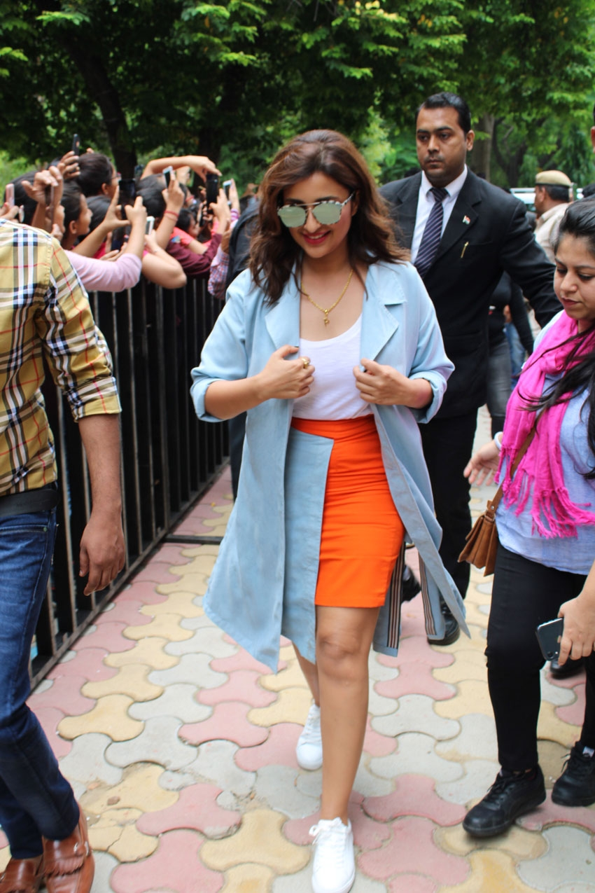 Sidharth Malhotra and Parineeti Chopra snapped promoting their film Jabariya Jodi at Delhi University Photos