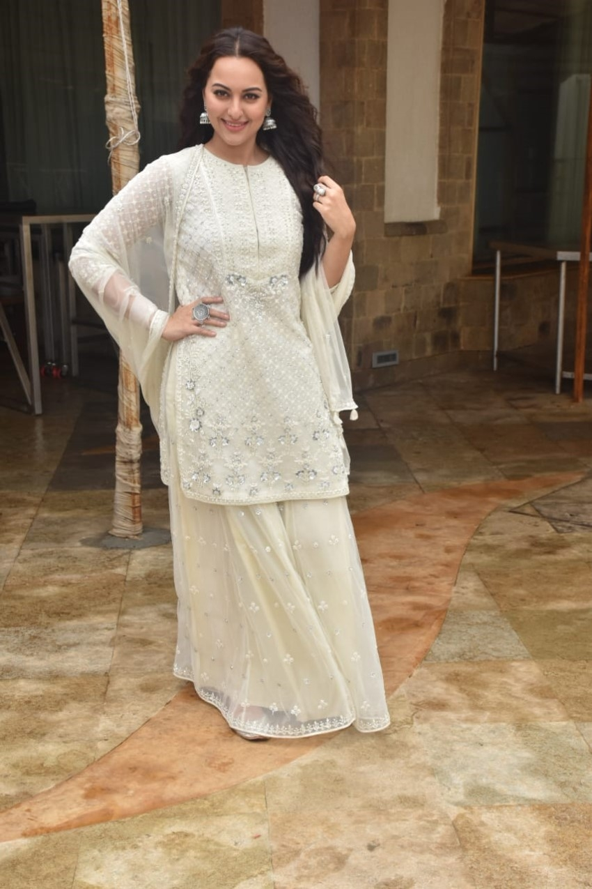 Sonakshi Sinha spotted promoting her film Khandaani Shafakhana Photos