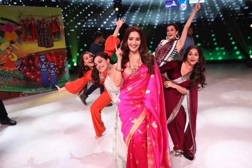Akshay Kumar, Sonakshi Sinha, Vidya Balan & others Promote 'Mission Mangal' on sets of Dance Deewane Photos
