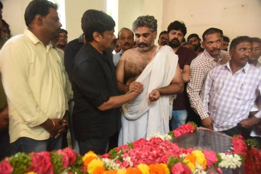 Celebs Pay Homage to Devadas Kanakala Photos
