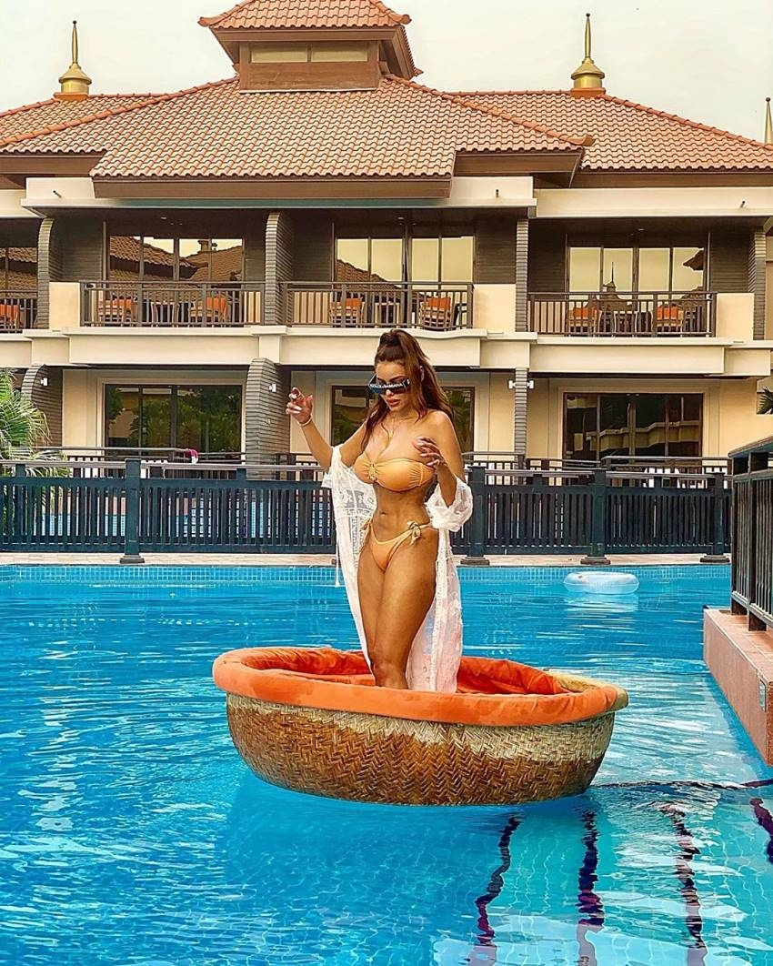 Gizele Thakral Hot Booty In Bikini Photos