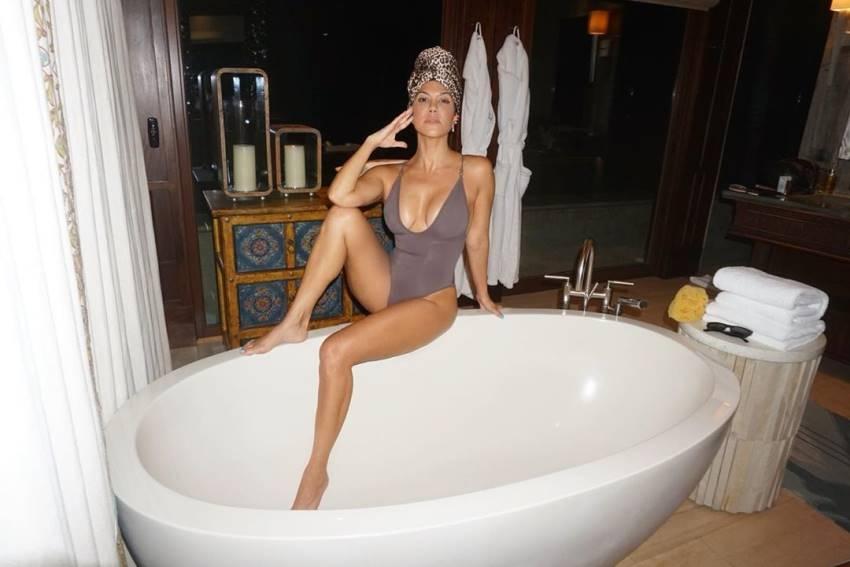 Kourtney Kardashian Bold Photos Goes Viral Photos