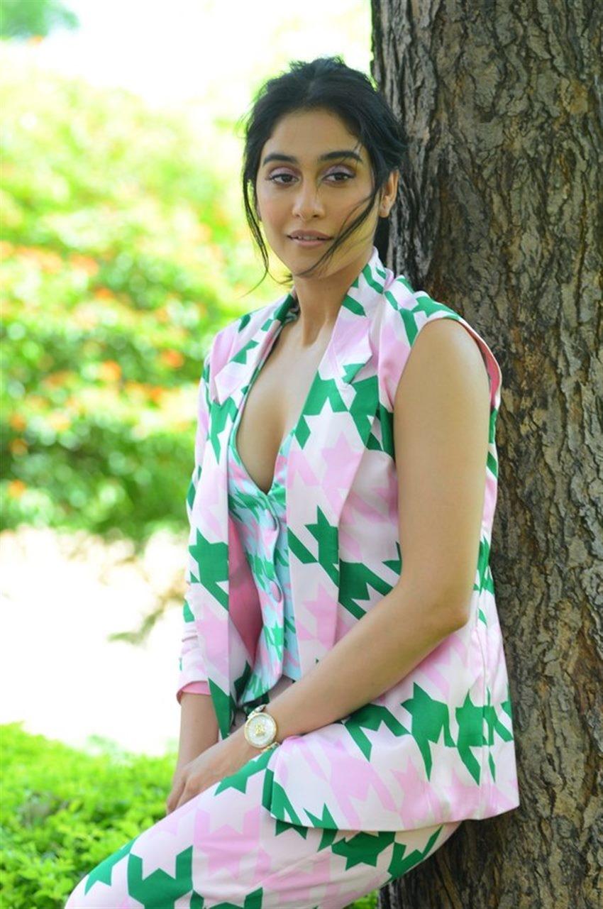 regina-cassandra_1565946381170.jpg